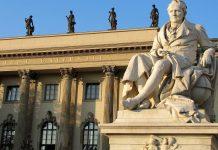 Internationale Studentenschaft: Fassade der Berliner Humboldt-Universität. Foto: Rolf Handke / pixelio.de