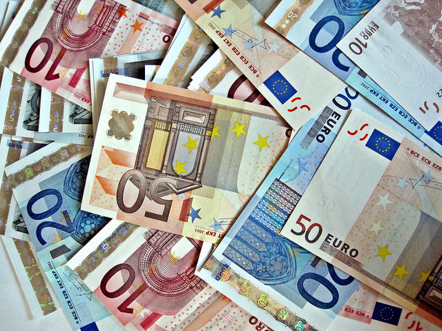 Was darf ein Land seinen Beamten finanziell zumuten?. Foto: Images of money / Flickr (CC BY 2.0)