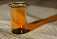 Brom hat einen stechenden Geruch, ist giftig und ätzend. Foto: Antek 123 / Wikimedia Commons (CC BY-SA 3.0)