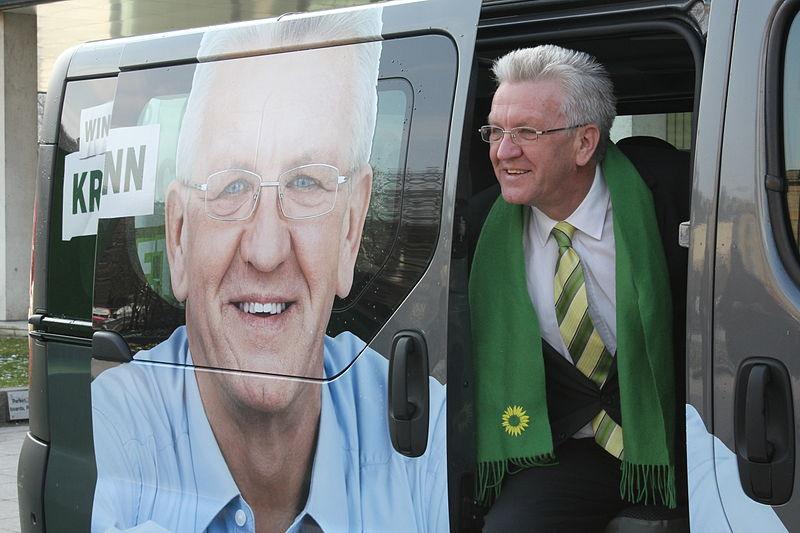 In Baden-Württemberg wird 2016 wieder gewählt: Winfried Kretschmann, hier ein Foto aus dem Wahlkampf. Foto: Grüne Baden-Württemberg / Wikimedia Commons (CC BY-SA 2.0)