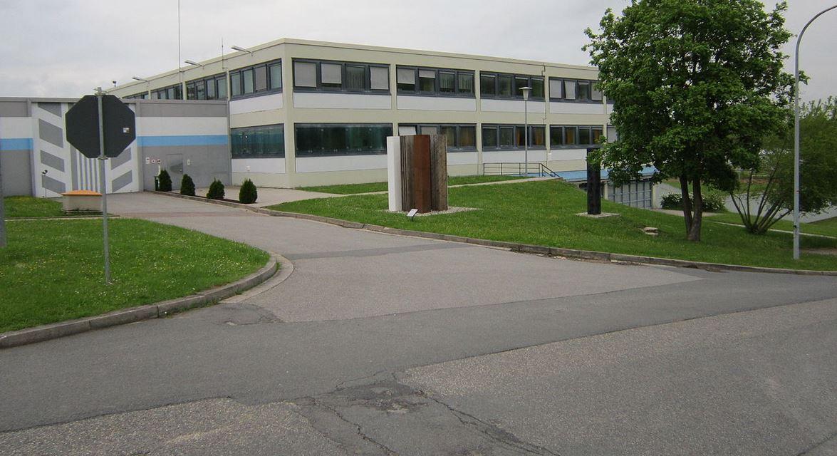 Eingangsbereich der JVA Adelsheim. Foto: Binau / Wikimedia Commons (CC0 1.0)
