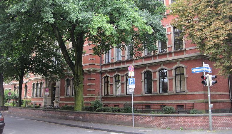 Ort der Verhandlung: Das Amtsgericht Neuss. Foto: Stefan Flöper / Wikimedia Commons (CC BY-SA 3.0)