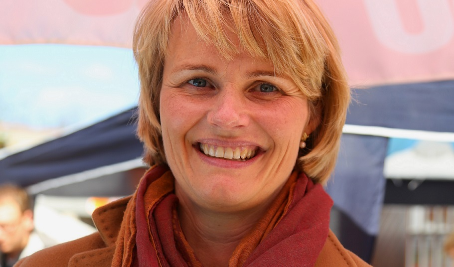 Die neue Bundesbildungsministerin nimmt sich engagiert des Themas Schule an. Foto: J.-H. Janßen / Wikimedia Commons (CC BY-SA 3.0)