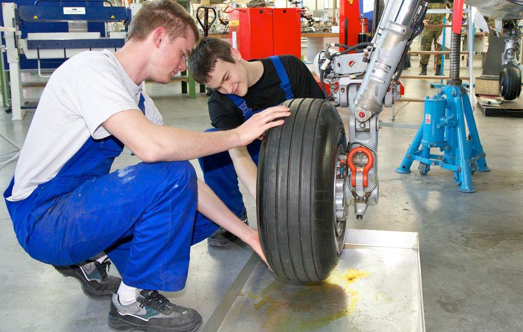 Auszubildende bemängeln eine schlechte Abstimmung zwischen Betrieb und Berufsschule. Foto: Arbeitgeberverband Gesamtmetall / flickr (CC BY 2.0)