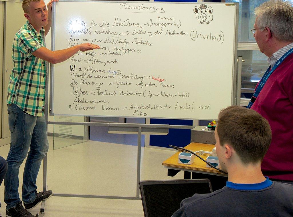 Schule und Wirtschaft: Die duale Ausbildung verbindet zwei Welten. Gibt es in Schleswig-Holstein nun ein Tauziehen um die Berufsschulen? Foto: Arbeitgeberverband Gesamtmetall / flickr (CC BY 2.0)