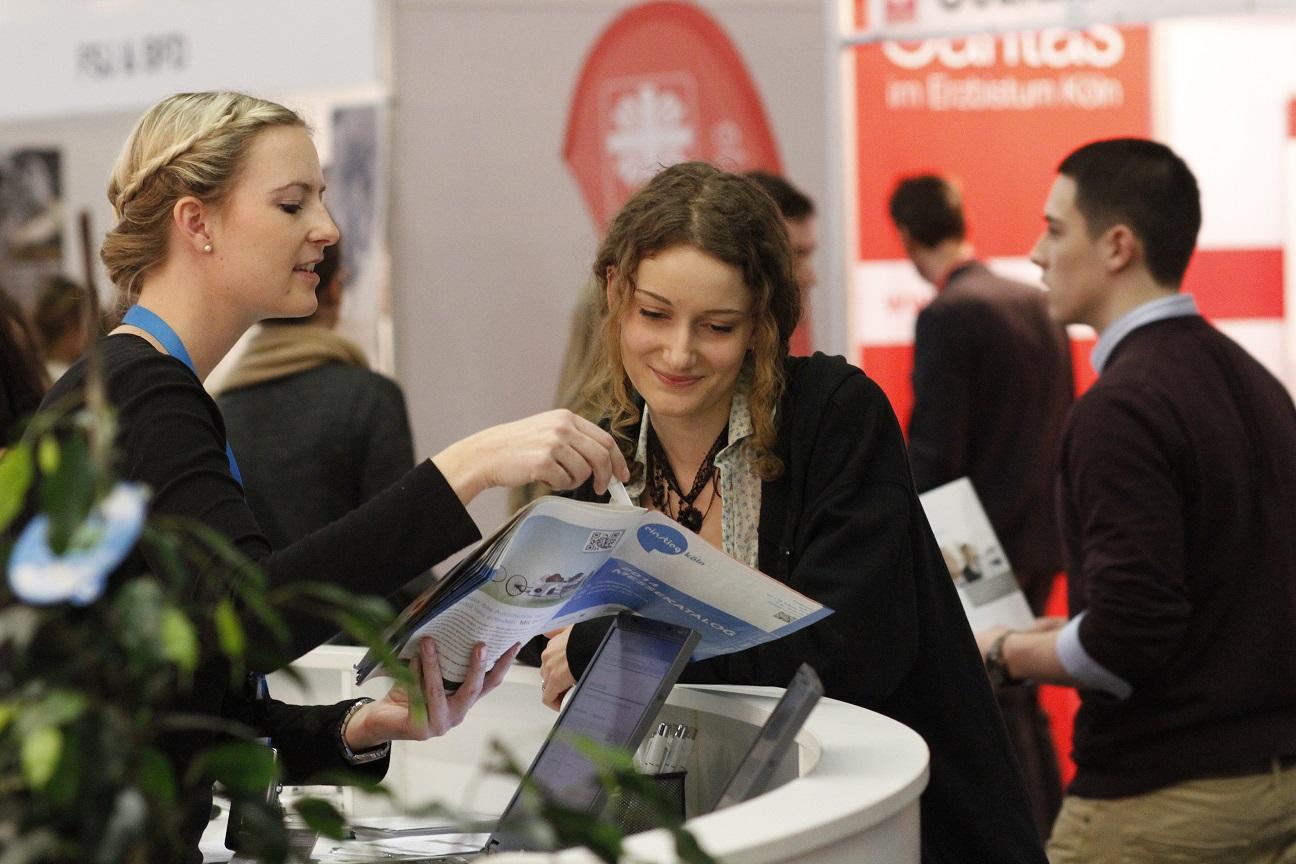Die Einstieg Studien- und Berufsberatung steht im Orientierungsbereich für allgemeine Fragen zur Studien- und Berufswahl zur Verfügung. Foto: Einstieg GmbH