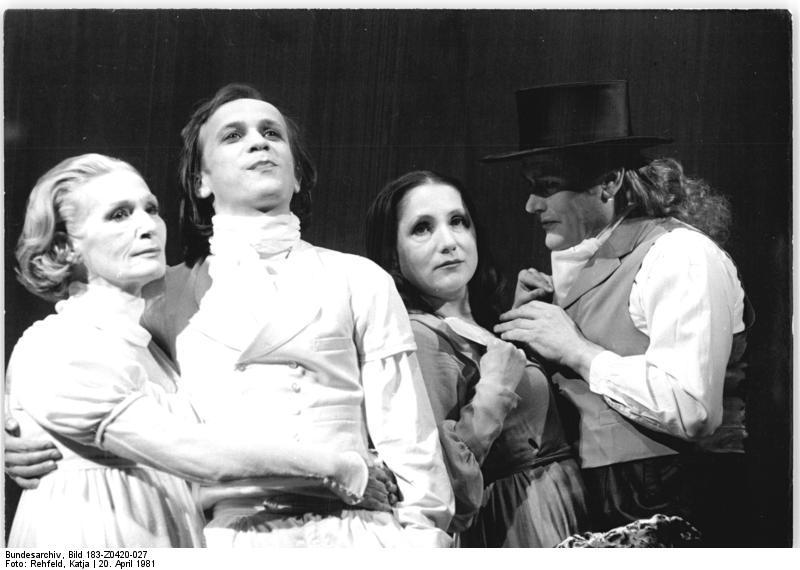 "Klassiker: ""Dantons Tod"" im Deutschen Theater Berlin 1981. Foto: Bundesarchiv / Wikimedia Commons / Rehfeld, Katja / CC-BY-SA"