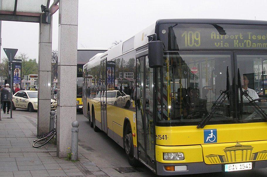 Ein kostenloses Schülerticket würde viele Berliner Familien erheblich entlasten, geben sich die Grünen überzeugt. Foto: Leif Jørgensen / Wikimedia Commons (CC BY-SA 4.0)