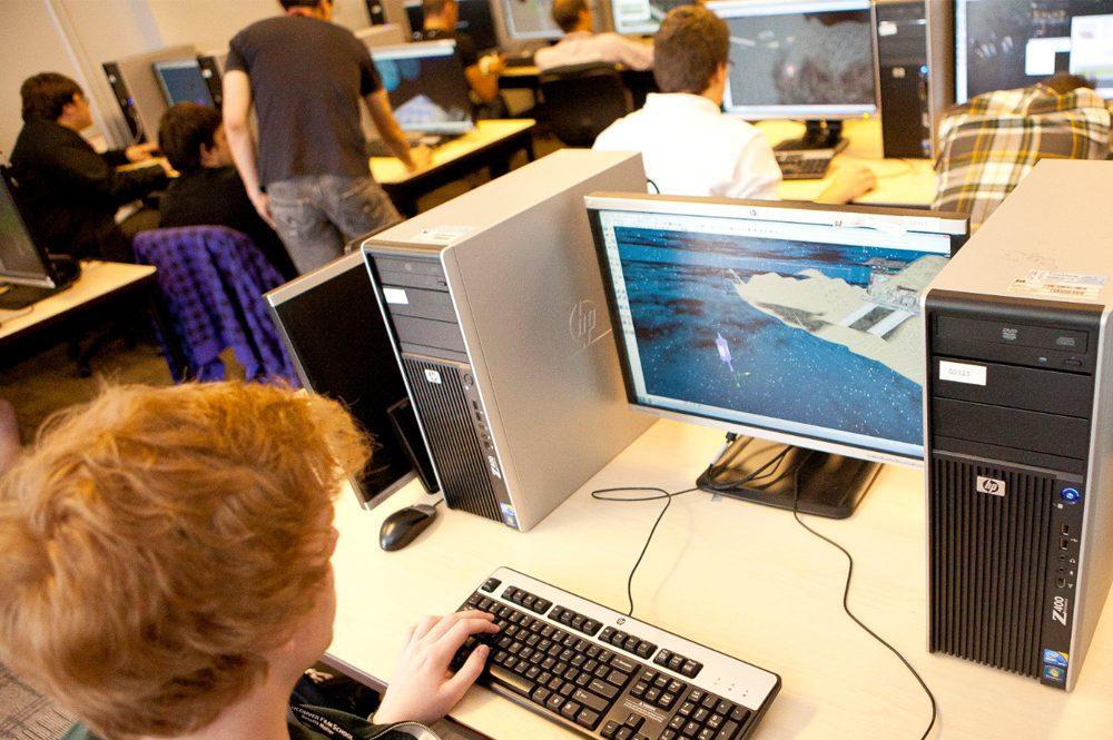 Wer zahlt eigentlich künftig für die Inhalte digitalen Unterrichts? Foto: Vancouver Film School / flickr (CC BY 2.0)
