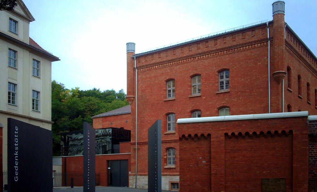 An Gedenkstätte wie dem ehemaligen Stasigefängnis in der Erfurter Andreasstraße können Schüler Geschichte eindrucksvoll erfahren. Foto: Giorno2 / Wikimedia Commons (CC BY-SA 3.0)