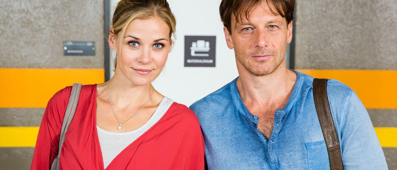 Beziehungstrubel im Klassenzimmer: Stefan Vollmer (Hendrik Duryn) und Karin Noske (Jessica Ginkel). Foto: RTL