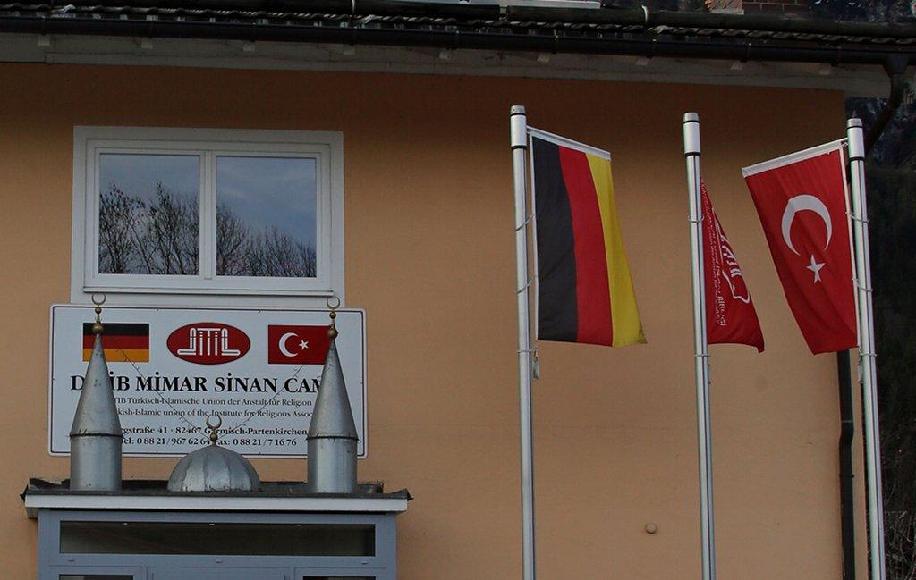 Der Dachverband Ditib wehrt sich gegen den Vorwurf der Fremdsteuerung (Eingang zur Moschee Garmisch Partenkirchen). Foto: Metropolico.org / flickr (CC BY-SA 2.0)