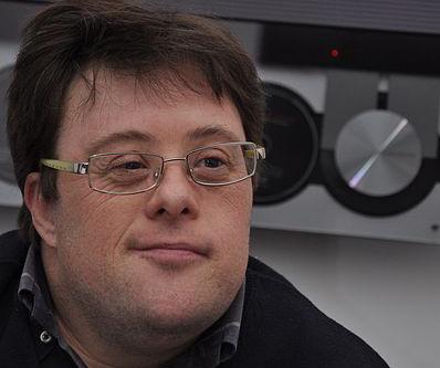 Um ihn geht es: Pablo Pineda gilt als erster Lehrer mit Down-Syndrom. Foto: Drivaspacheco / Wikimedia (CC BY-SA 3.0)