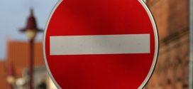 """Mit temporären Sperren will die Polizei Hannover die Gefahr durch """"Elterntaxis"""" mindern – für Lehrer soll es Ausnahmegenehmigungen geben. Acid Pix / flickr (CC BY 2.0)"""