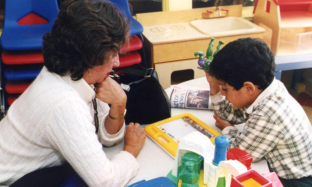 Individuelle Förderung eines Schülers. Schulsozialarbeiter übernehmen wichtige Funktionen bei der Überwindung von Diskriminierung im Schulbereich. Foto: the U.S. Census Bureau / Wikimedia Commons (Gemeinfrei)
