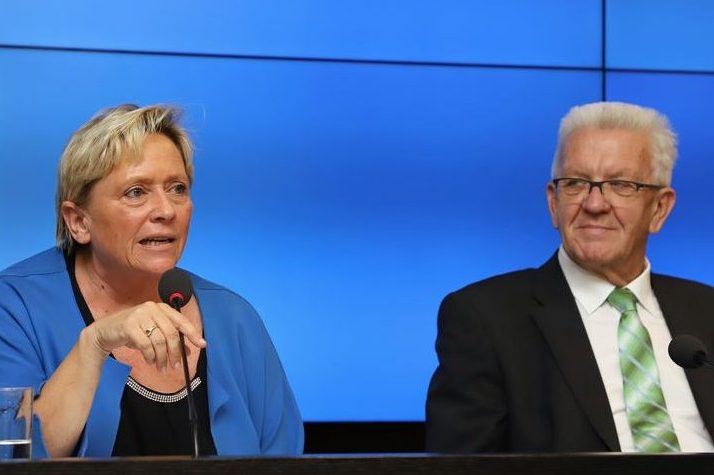 Offenbar einig. Ministerpräsident Winfried Kretschmann und Kultusministerin Susanne Eisenmann; hier bei einer Pressekonferenz im vergangenen Mai. Foto: Staatsministerium Baden-Württemberg