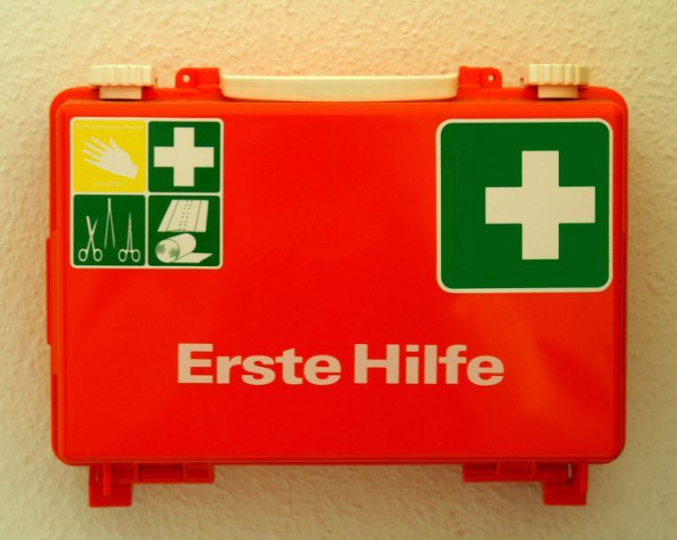 Wieder was Neues für Lehrkräfte: Erste Hilfe. Foto: S. Hofschlaeger  / pixelio.de