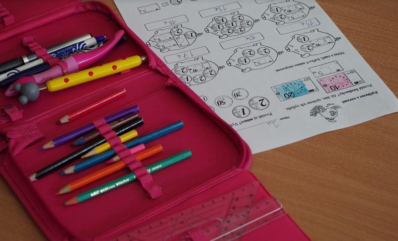 Offenbar kommen viele Schüler ohne vollständiges Material zur Schule. Foto: pixabay
