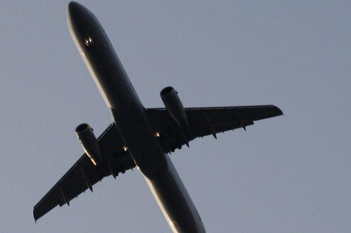 Ganz schön laut so ein Flugzeug. Die Auswirkungen auf die Lernleistung von Kindern waren bislang ungeklärt. Foto: Joerg Moellenkamp / Flickr (CC BY 2.0)