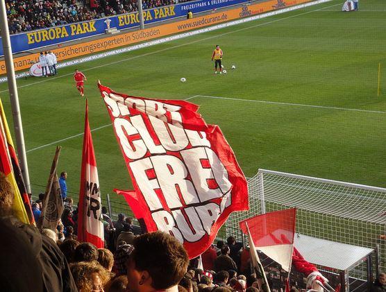 Von der Uni auf die Tribüne? Die SC Freiburg hat die meisten Akademiker unter seinen Anhängern - bei Xing jedenfalls. Foto: Stefan Muth / flickr (CC BY-SA 2.0)