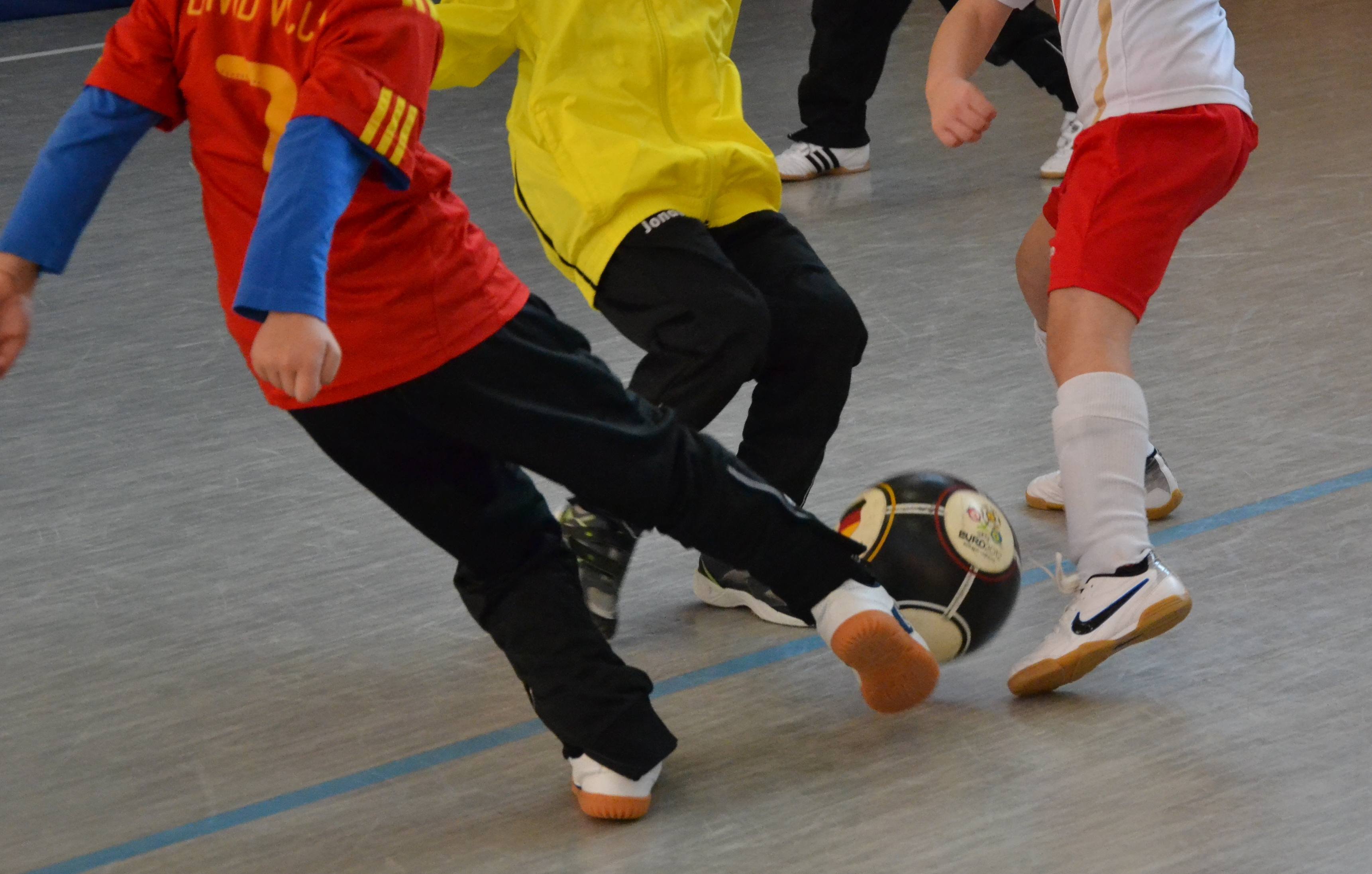 Das Fußballspiel zwischen dem Paulinum und dem Carolinum fällt aus. Foto: Marc Holzapfel / pixelio.de