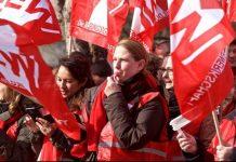 Die GEW - hier Mitglieder bei einer Aktion im Tarifstreit - macht für höhrere Lehrergehälter mobil. Foto: Archiv/GEW