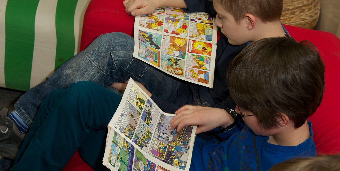 """Im Ganztag - hier an einem Gymnasium in Nordrhein-Westfalen, das am Projekt """"Ganz In"""" teilnimmt - können Schüler auch mal entspannt einen Comic lesen. Foto: Stiftung Mercator / flickr (CC BY 2.0)"""