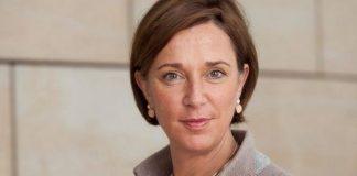 Probiert mal etwas Neues - aber nur im klitzekleinen Rahmen: die FDP-Schulministerin Yvonne Gebauer. Foto: Magubosc / Wikimedia Commons (CC BY-SA 4.0)
