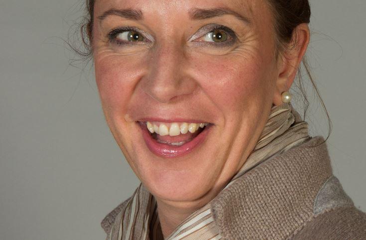 Schulministerin Yvonne Gebauer möchte dem Wunsch nach regelmäü9gen Pfingstferien für NRW Rechnung tragen. Foto: Harald Krichel / Wikimedia Commons (CC BY-SA 3.0)