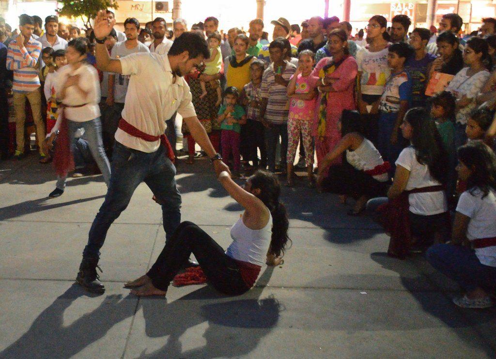 Gewalt in der Nachbarschaft löst Stress aus, selbst wenn man nicht unmittelbar betroffen ist. (Symbolbild). Foto Biswarup Ganguly / Wikimedia Commons (CC BY 3.0)