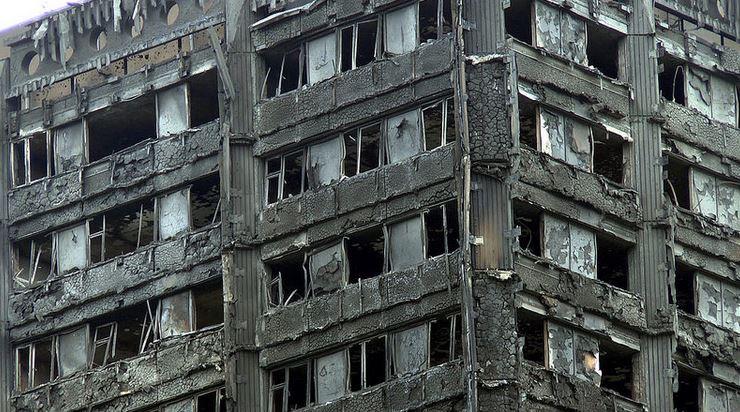 Der Grenfell Tower in London nach der Brandkatastrophe. Foto: ChiralJon / flickr (CC BY 2.0)