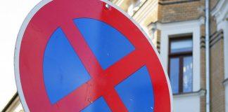 Halten im Halteverbot stellt für viele Eltern im morgendlichen Stress eine lässliche Sünde dar. Foto: myimmo / pixabay (CC0)