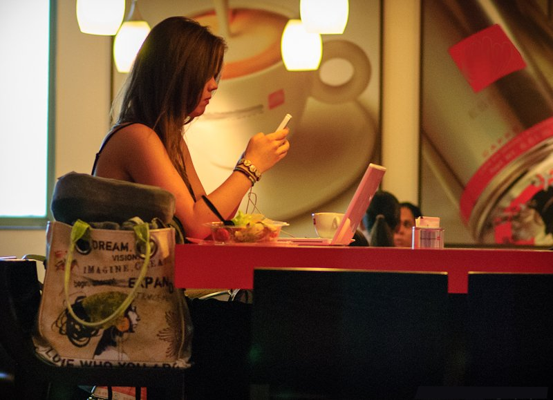 Digitaler Stress bringt schlechte Ernährung mit sich. Foto: Jason / Wikimedia Commons (CC BY 2.0)