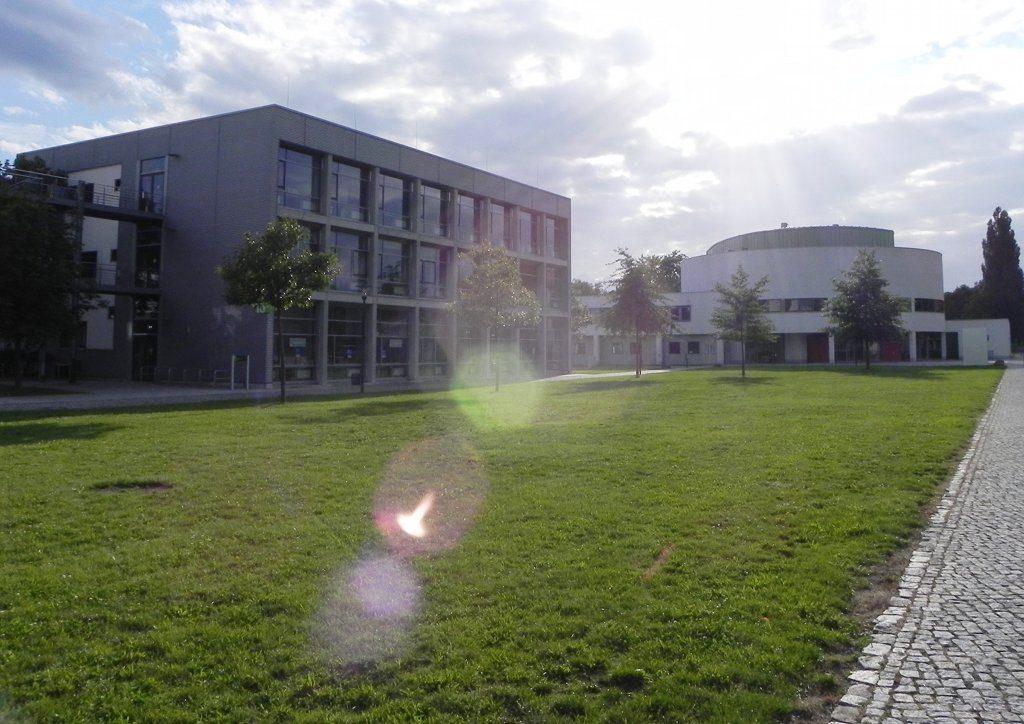 Campus der Hochschule Magdeburg-Stendal. Rechnungsprüfer kritisieren den Umgang der Hochschule mit den Studiengebühren. Foto: Eddy1988 / Wikimedia Commons (CC0