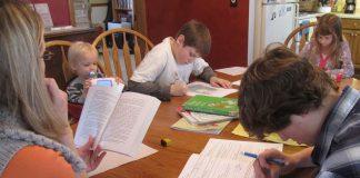 Lernen am Küchentisch: Für diese amerikanische Familie in Des Moines findet der Unterricht zu Hause statt. Foto: IowaPolitics.com / flickr (CC BY-SA 2.0)