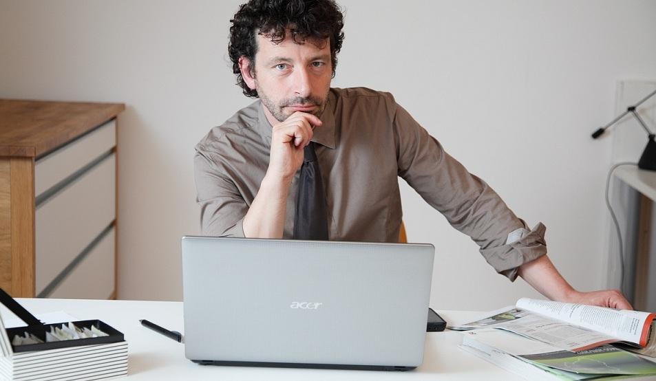 Der Bildungsjournalist Andrej Priboschek. Foto. Alex Büttner