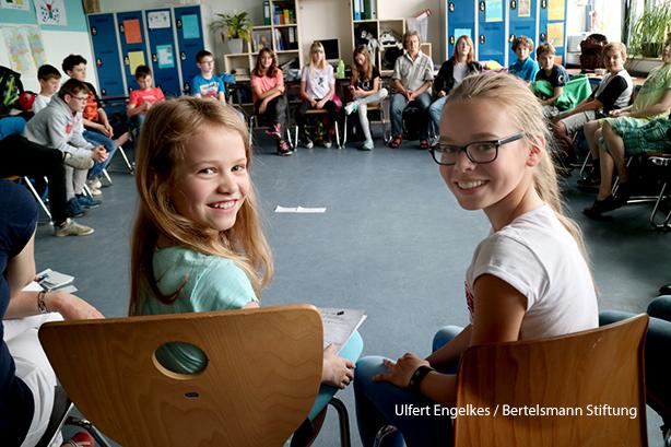 Mit dem Jakob Muth-Preis werden hervorragend arbeitende inklusive Schulen ausgezeichnet, hier das Geschwister-Scholl-Gymnasium Pulheim (Preisträger 2016). Foto: Ulfert Engelkes / Jakob-Muth-Preis / Bertelsmann Stiftung