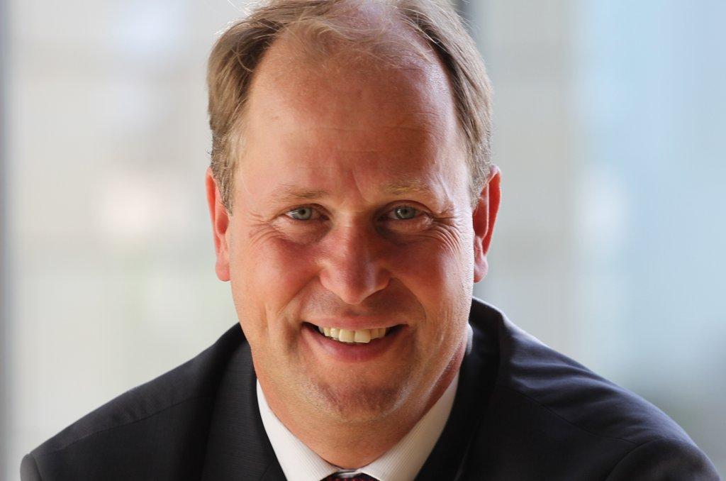 Erwägt ein Kopftuchverbot für minderjährige Mädchen: Joachim Stamp (FDP), Minister für Kinder, Familie, Flüchtlinge und Integration des Landes Norrhein-Westfalen. Bild: FDP-NRW - FDP-Bundesgeschäftsstelle (R. Kowalke) / Wikimedia Commons (CC BY-SA 4.0)