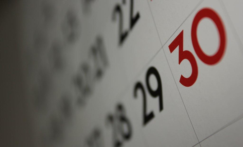 Das Jahresende rückt näher. Nun soll der Bildungsausschuss schnellstmöglich eine Lösung für die Weiterbeschäftigung von Sprachlehrern finden. Foto: Dafne Cholet / flickr (CC BY 2.0)