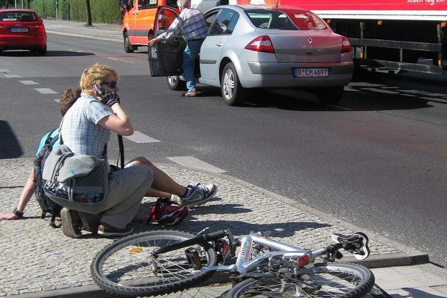 Mehr Kinder und Jugendliche sind auf dem Weg zur Schule verunglückt: Unfall in Berlin im Juni.