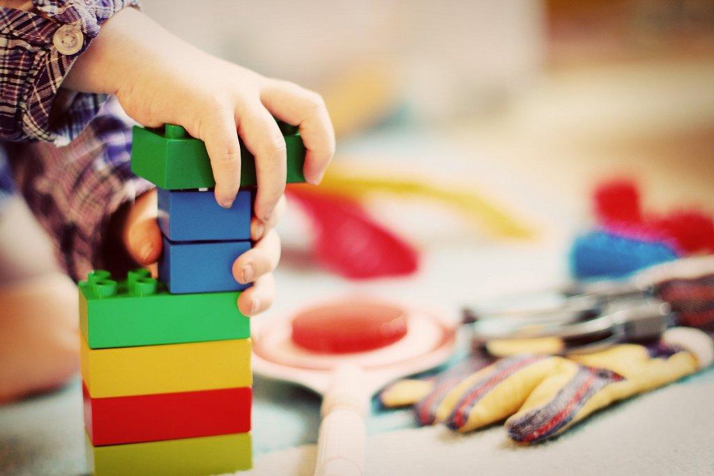 Baden-Württembergs SPD will eine kostenlose Kinderbetreuung bis zum Schuleintritt im Südwesten durchsetzen. Foto: FeeLoona / Pixabay (CC0 1.0)