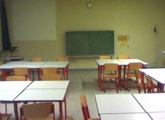 Neue Schulmöbel können Schadstoffe freisetzen. Foto: hpeguk / flickr (CC BY 2.0)