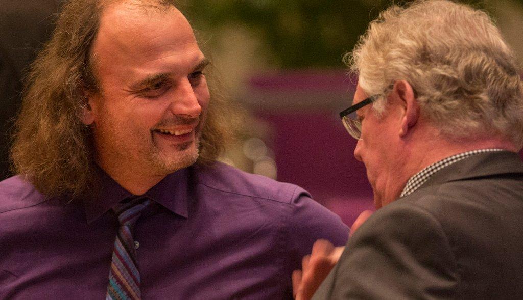 Kollegialer Austausch ist wichtig. Kooperieren Lehrer miteinander verbessert sich in der Regel auch ihre berufliche Zufriedenheit. Foto: ChemieBW/Eppler / flickr (CC BY 2.0)