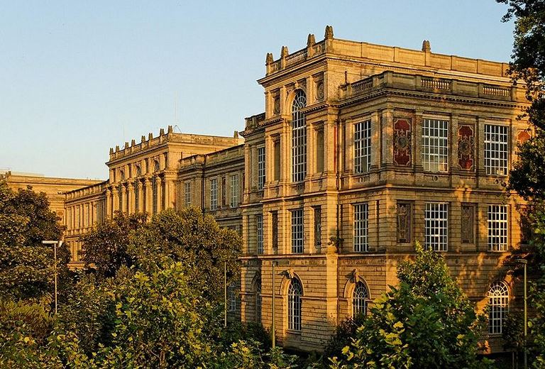Eine der renommiertesten Kunsthochschulen in Deutschland: die Kunstakademie in Düsseldorf. Foto: Wiegels / Wikimedia Commons (CC BY 3.0)