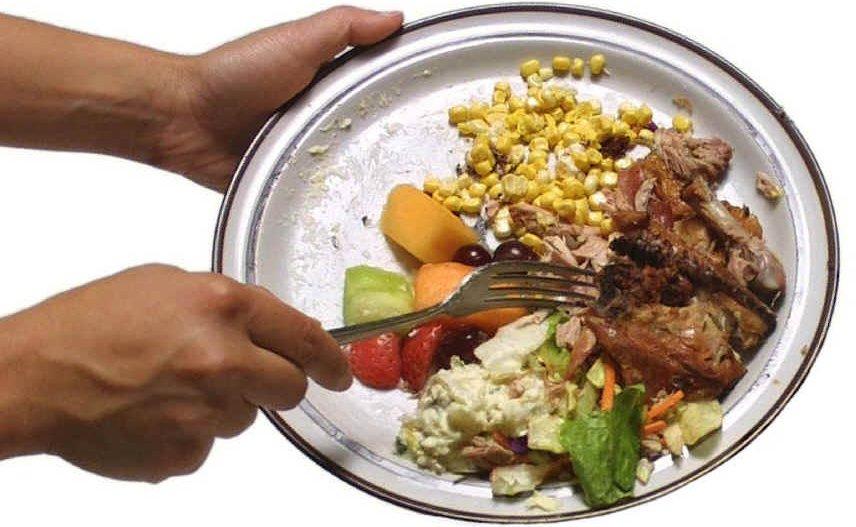 Vorne hui – hinten pfui? Im Unterricht werden Schüler für das Thema Lebensmittelverschwendung sensibilisiert – beim Schulessen liegt noch Einiges im Argen. Foto: jbloom / flickr (CC BY 2.0)