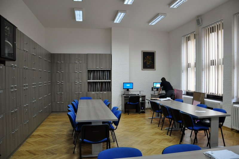 Noch ist unklar, wie viele neue Kollegen den Weg in die Lehrerzimmer Mecklenburg-Vorpommerns finden werden. Foto: MGB /Wikimedia Commons (Public Domain)