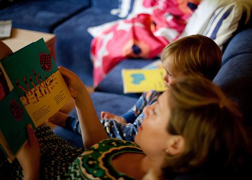 Vorlesen zahlt sich später aus. Foto: Lars Plougmann / flickr (