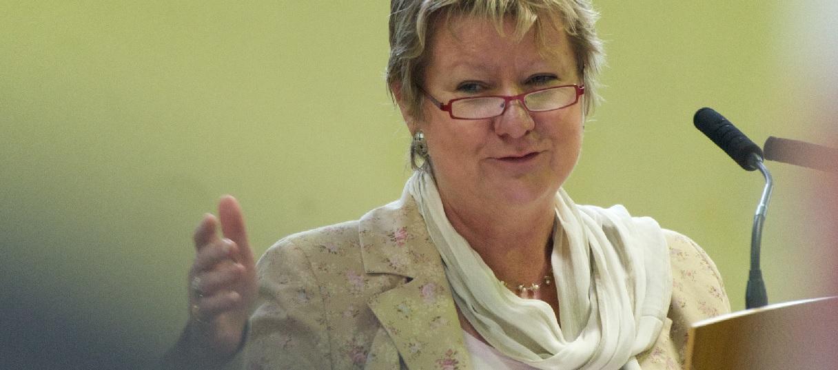 Mag vor der Wahl im Mai den G8/G9-Streit nicht mehr entscheiden: NRW-Schulministerin Sylvia Löhrmann. Foto: Maik Meid / flickr (CC BY-SA 2.0)