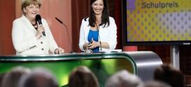 Fingerzeig an die Parteifreunde: Merkel und Moderatorin Pinar Atalay bei der Verleihung des Deutschen Schulpreises. Foto: Deutscher Schulpreis