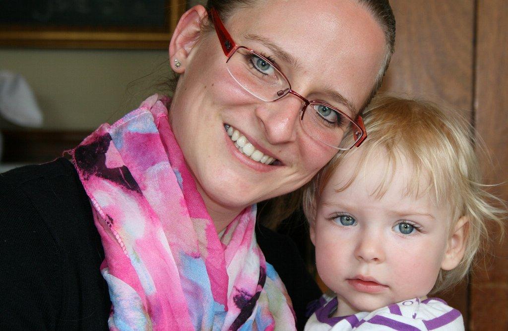 Mütter sind heutzutage meist gezwungen, Beruf und Familie unter einen Hut zu bekommen. Foto: collusor / pixabay (CC0 Public Domain)